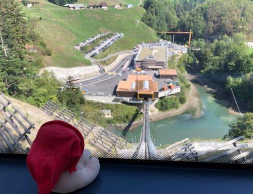 Stoosbahn (SZ): Zwei Bären in der steilsten Standseilbahn der Welt