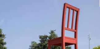 teddy-b.ch - Broken Chair